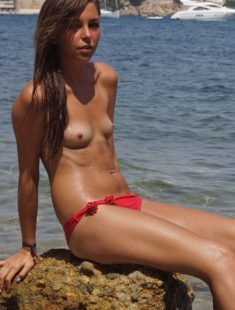 Young beauty topless at the beach – Nude Republik