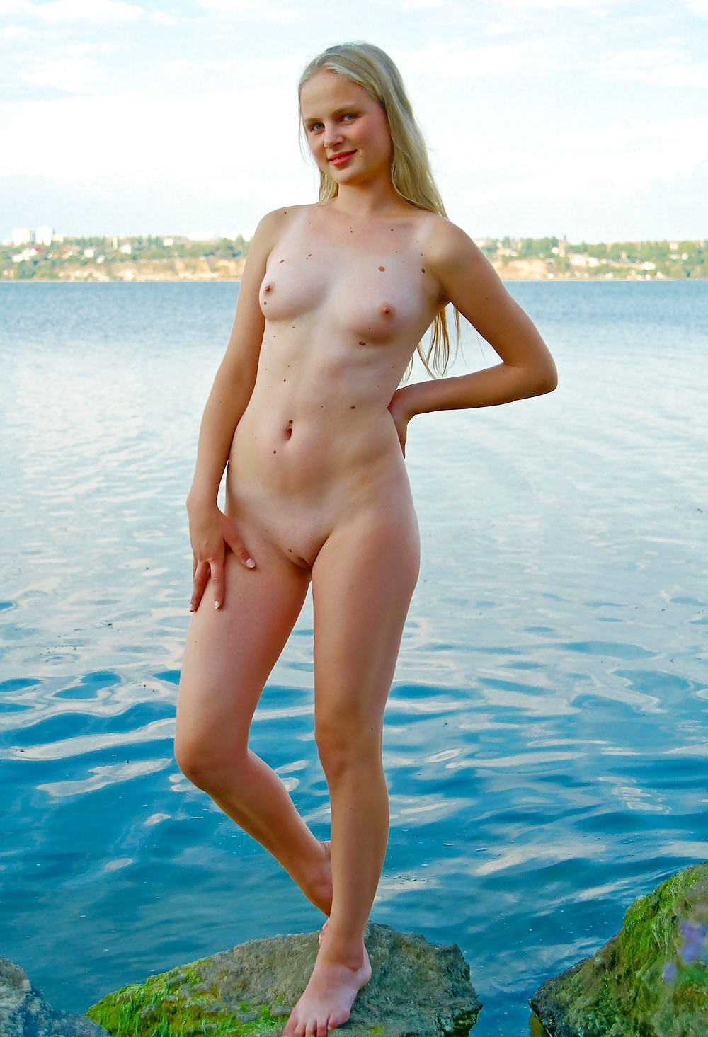 UK Public Nudity  Amateur nudes outdoors and english