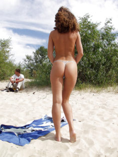 Young nudist babe