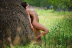 Perfect babe nude outdoors, by Akira Enzeru