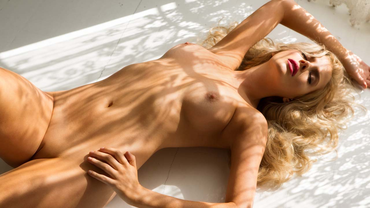 stephanie-hewette-naked-young-asian-outside-nude-free