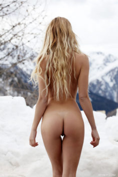 Amber nude in the snow – Most Beautiful Picture