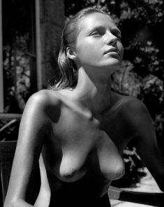 Perfect nudist beauty
