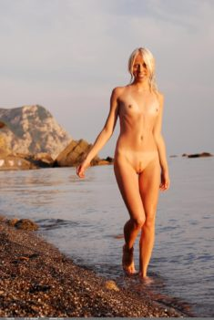 Blonde mermaid Tasaria