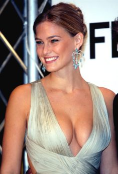 Bar Refaeli – Nude Republik