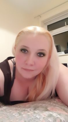 Hiya all I'm 30 and flirty ready for chatting