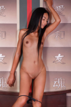 Perfect Asian beauty Magen