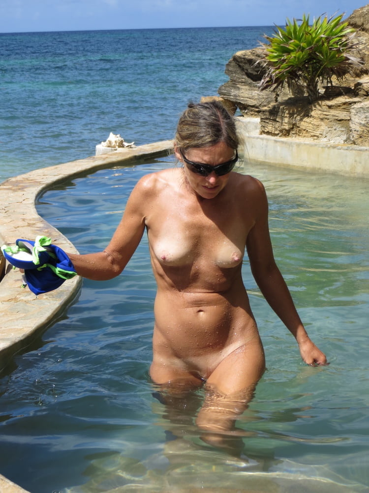 Mature nudist babe with a perfect tight body