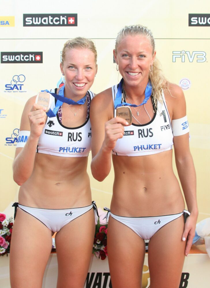 Sexy beach volley-ball players