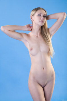 Blonde perfect beauty Augusta Crystal in Euforia