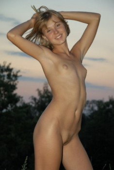 Young nudist beauty